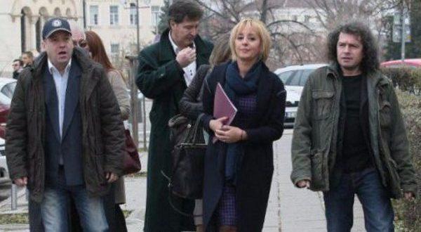 Омбудсманът Мая Манолова и сценаристите на Слави Трифонов внесоха в парламента промени в Изборния кодекс